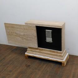 Porta TV Motorizzato a Scomparsa in Marmo Beige con Apertura Orizzontale